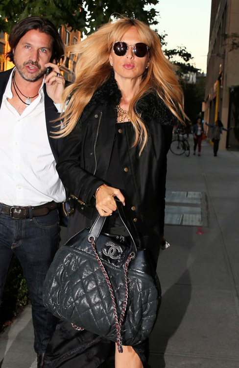 87271c6ef48993 Celebrities and Their E-shop Chanel Bags Bags-63