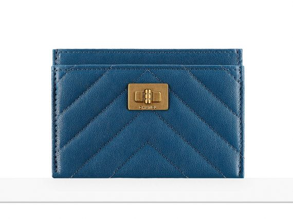 Check out 75 Pics + Bargains for Chanel's Pre-Collection Spring 2017 Wallets, WOCs and Techniques